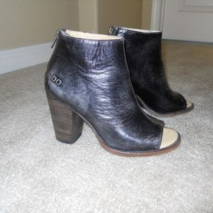 BedStu Onset black leather open toe booties size 8